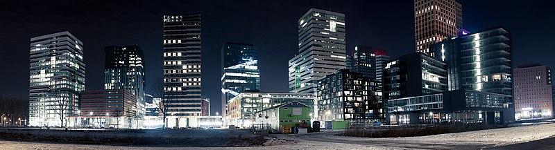File:Zuidas by night, Amsterdam.jpg