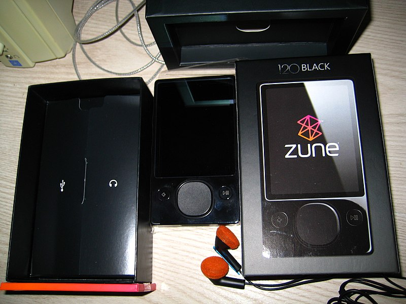 File:Zune 120 gb accessories.JPG
