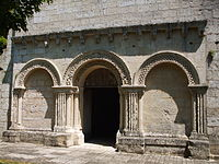 Église Saint Alban de Bresdon (porche).jpg