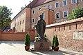 Краков. Замок Вавель. Памятник Иоанну-Павлу II - panoramio.jpg