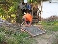 Подготовка на мрежа за сушење на печурки во село Косово 3793.jpg