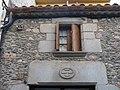 031 Casa Masades, c. Vell 27 (Sant Antoni de Vilamajor), llinda amb escut i finestra.jpg