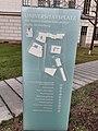 1-UniversitätsplatzHalle Info-Stele.jpg