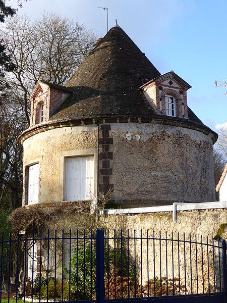 Maison dite du colombier, rue de l'Abbaye, à Belhomert-Guéhouville, en Eure-et-loir.
