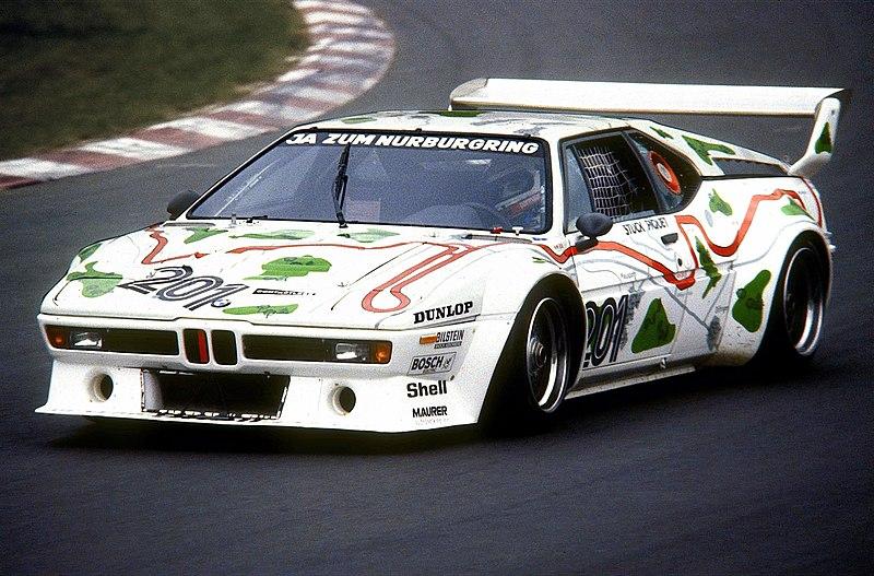 800px-1980-05-24_Nelson_Piquet_im_BMW_M1,_N%C3%BCrburgring_S%C3%BCdkehre.jpg