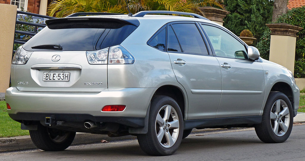 File:2004-2005 Lexus RX 330 (MCU38R) Sports Luxury wagon ...