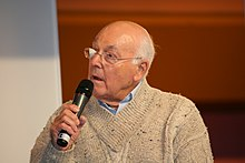 Photo de trois quarts profil de Murray Walker, en 2009