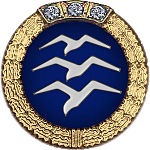 Badge: on a blue disc, silhouette of three white birds stacked in flight, the whole surrounded by a gold wreath surmounted with three diamonds