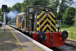 "427 ""The Buffs"" hauls a DMU away from Shepherdswell..png"