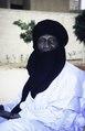 ASC Leiden - van Achterberg Collection - 6 - 017 - Emoud Saleh, un enseignant à la retraite est assis devant un mur blanc - Niamey, Niger - janvier 2005.tif