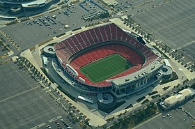 Вид с воздуха на Arrowhead Stadium 08-31-2013.jpg