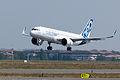 Airbus A320neo landing 01.jpg