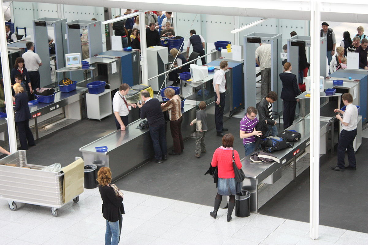 airport security past and post 911 essay The effect on airport security after 9/11 share prior to 9/11 families would be allowed at the does airport security during a post-9/11 era make.