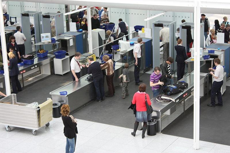 File:Airport Munich innen 2009 PD 20090404 025.JPG