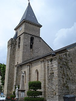 Alzon (Gard, Fr) church and war memorial.JPG