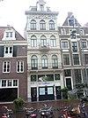 foto van Pand met gepleisterde gevel onder rechte lijst, per verdieping gesierd met neo-renaissance pilasterorden en randboogvensters
