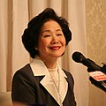 Anson Chan and news microphones 20051219 (cropped).jpg