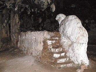 Arkoudiotissa Cave - Image: Arkoudiotissa Steinerner Bär 1