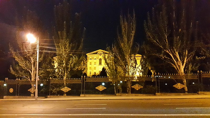 File:Armenian National Assembly building at night (3).jpg