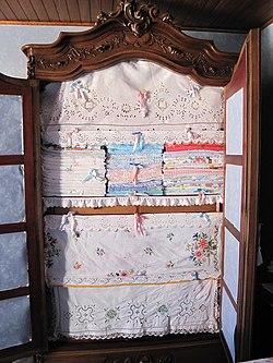 Armoire avec linge de maison2.jpg