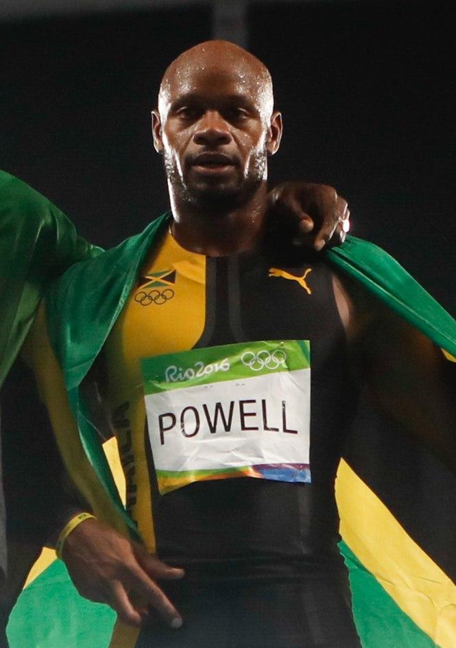 Asafa Powell com medalha de ouro no 4 x 100 metros 1039105-19.08.2016 frz-120 (cropped)