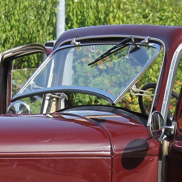 File:Ausstellbare Windschutzscheibe Opel 1,2 l, Bj. 1933.JPG