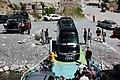 Autos fahren von der Fähre am Komani See.jpg