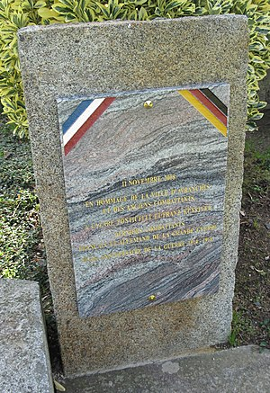 "Franz Künstler - Plaque to Franz Künstler and Lazare Ponticelli in Avranches. The plaque displays the German national colours and describes Künstler as ""German"", erroneously implying that he fought for Germany."