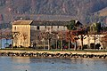 Bühler-Allee und das Bollwerk am 'Endingerhorn' in Rapperswil, Ansicht vom Seedamm 2011-11-18 15-38-54.jpg