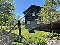 BJERKEBÆK Lillehammer, Norway. Author Sigrid Undset's home 1919–1949. Kunstnerhjem, museum, lafta tømmerhus (log house) hage, vippebrønn (shadoof), etc. Sol ,blå himmel, trær, vår. 2021-05-29 IMG 0645.jpg