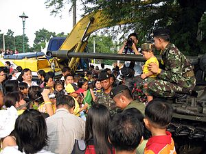 Public opinion of the 2006 Thai coup d'état - People waiting to have picture of their children taken with a soldier.
