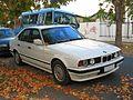 BMW 525i 1990 (7140658127).jpg