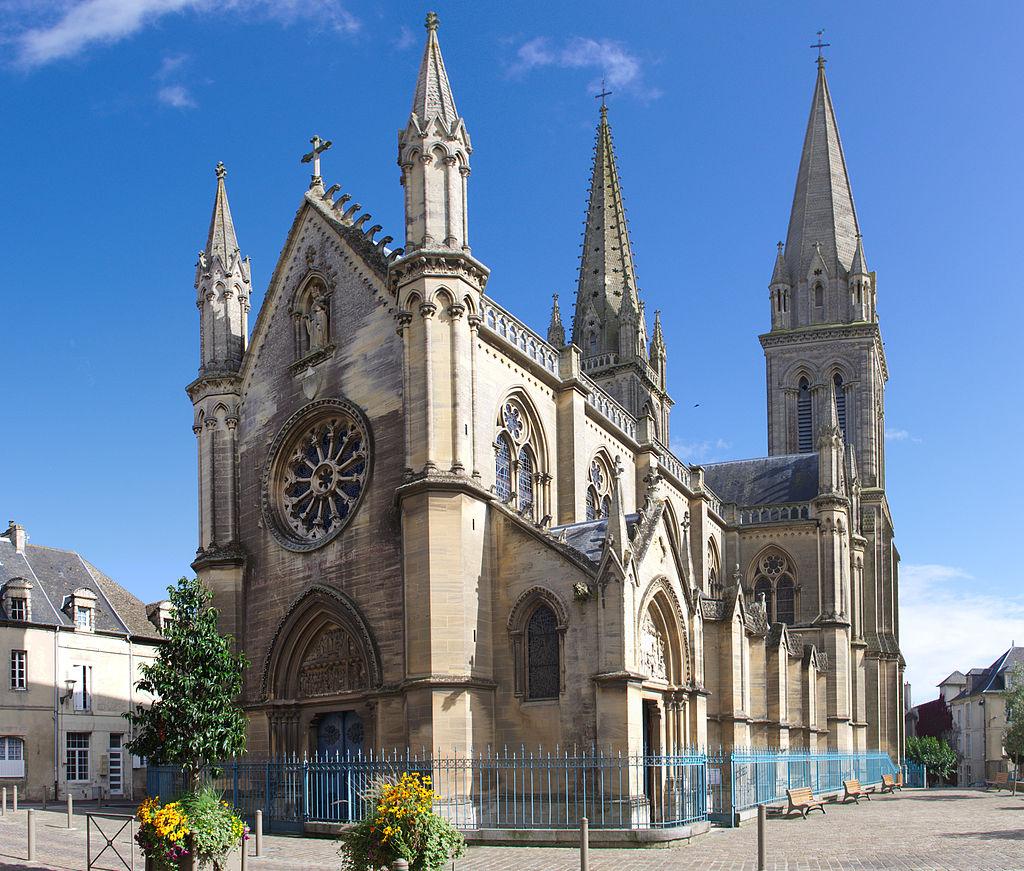 Basilique Notre-Dame de la Délivrande.jpg