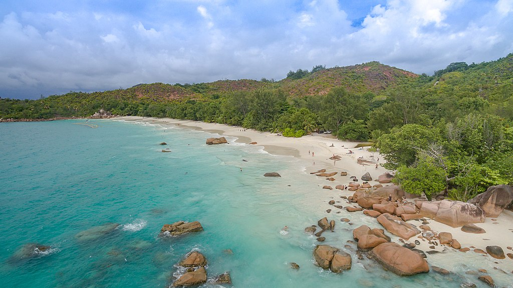 Beach Anse Lazio, Praslin Seychelles.DNG (39617121681).jpg