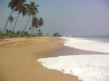 Fitxer:Beach on the coast of Winneba in the Central region.ogv