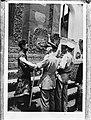 Begroeting Balinese radja van Karangasem door luitenant-kolonel Termeulen, Bestanddeelnr 901-8775.jpg