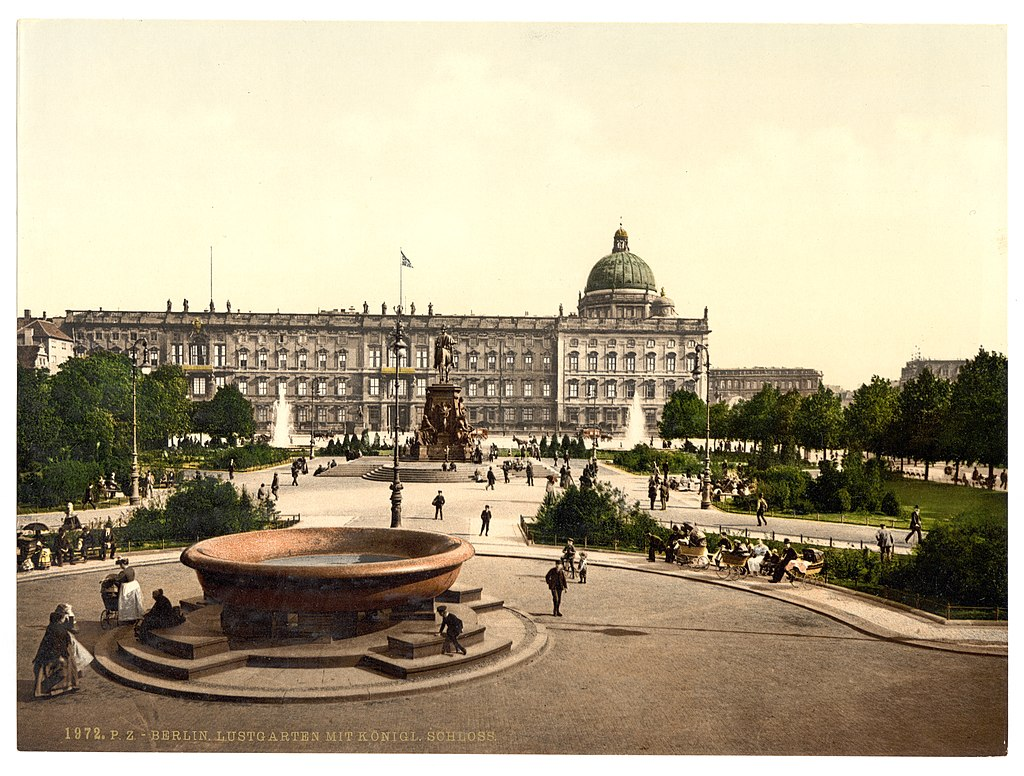 https://upload.wikimedia.org/wikipedia/commons/thumb/a/ac/Berlin_Stadtschloss_um_1900.jpg/1024px-Berlin_Stadtschloss_um_1900.jpg