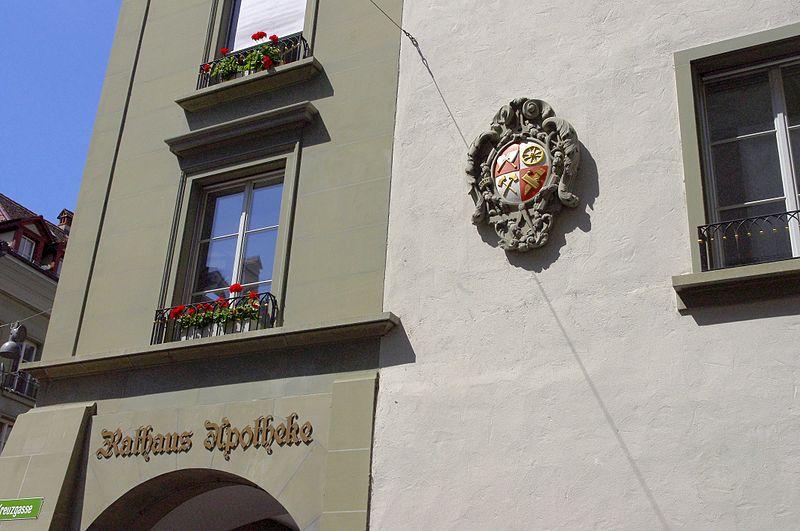 File:Bern Rathausapotheke 02.jpg