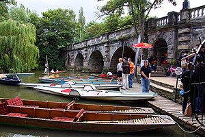 Magdalen Bridge - Image: Boat rentals by Magdalen Bridge geograph.org.uk 1419179