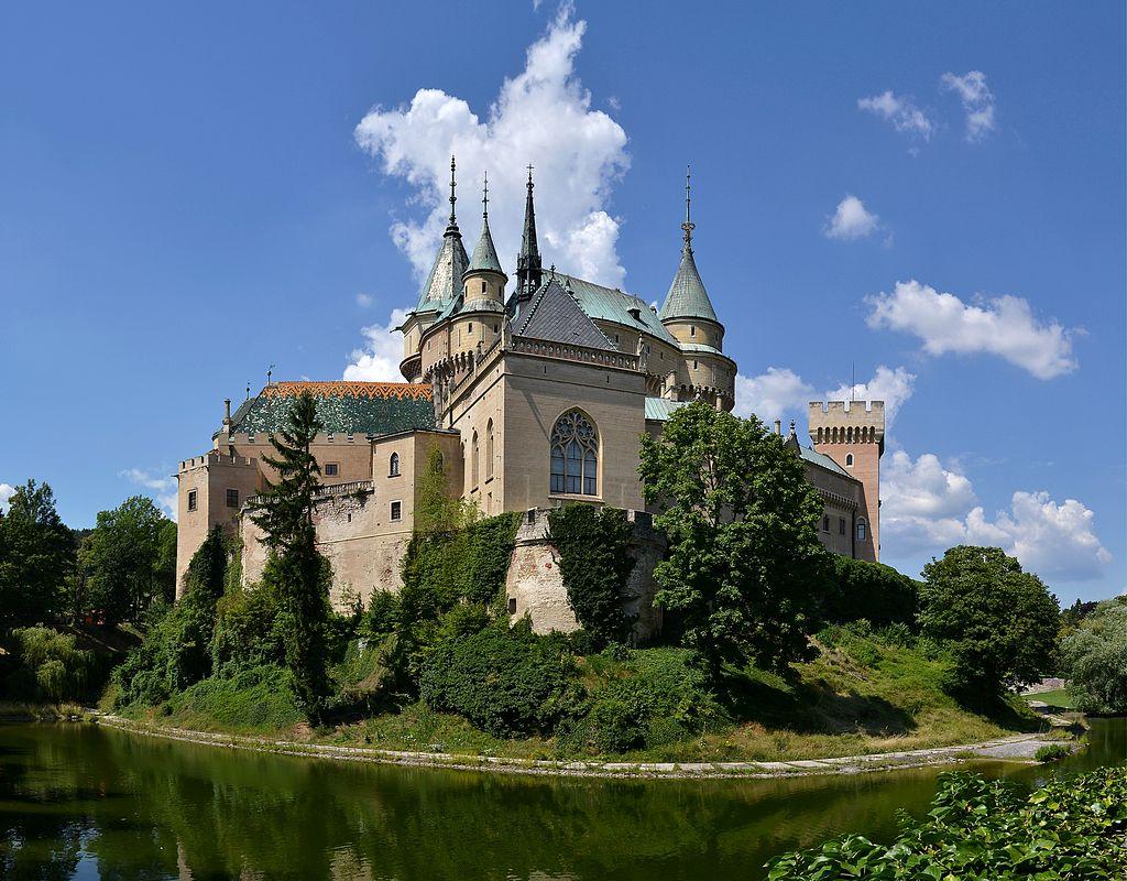 Le château de Bojnice, en Slovaquie.  (définition réelle 3633×2838)