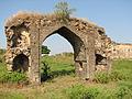 Broken archway, Naldurg fort.jpg