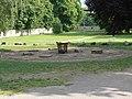 Brunnengrundplatte im Schlosspark Kromsdorf.JPG