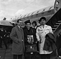 Bundesarchiv B 145 Bild-F009820-0003, Flughafen Köln-Bonn, Ankunft Studenten aus Japan.jpg