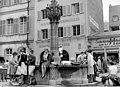 Bundesarchiv B 145 Bild-F010489-0001, Freiburg-Breisgau, Münsterplatz mit Brunnen.jpg