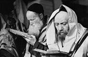 Bundesarchiv Bild 101I-134-0791-05A, Polen, Ghetto Warschau, Juden beim Gebet
