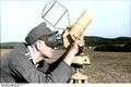 Bundesarchiv Bild 101I-301-1957-17, Nordfrankreich, Flak-Entfernungsmesser Recolored.png