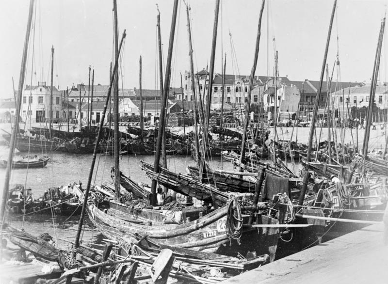Bundesarchiv Bild 137-035493, Tsingtau, Dschunken im Hafen