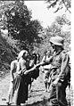 Bundesarchiv Bild 146-1974-109-25, Russland, Zivilisten und deutscher Soldat.jpg