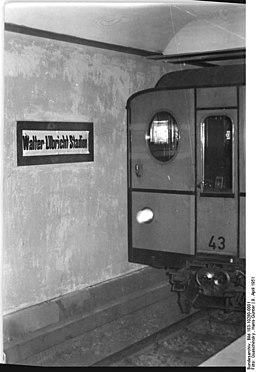 Bundesarchiv Bild 183-10280-0001, Berlin, U-Bahnhof Walter-Ulbricht-Stadion