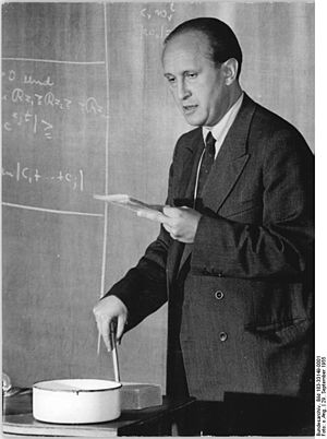 Pál Turán - Image: Bundesarchiv Bild 183 33149 0001, Leipzig, Universität, Professor Turan